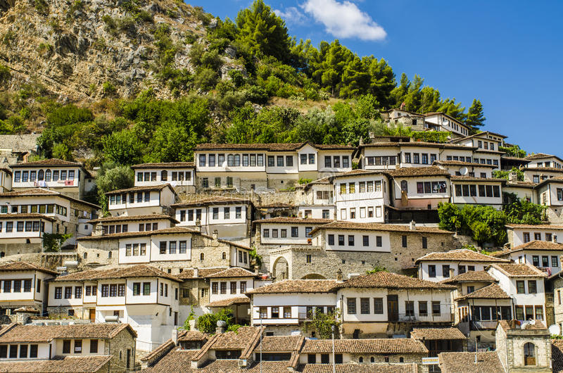 Visión en la ciudad vieja de Berat en Albania fotos de archivo