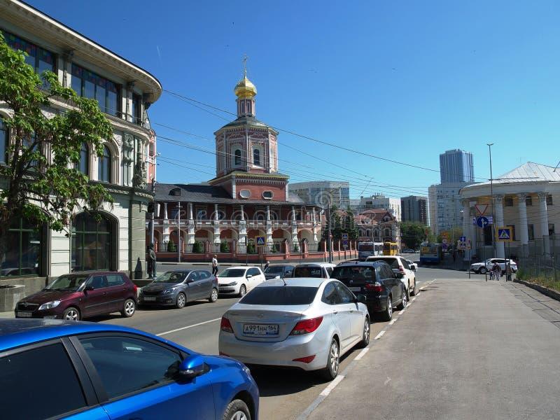 Visión en la parte histórica de la ciudad de Saratov en la intersección de la calle de Lermontov y de la calle de Moscú fotos de archivo libres de regalías