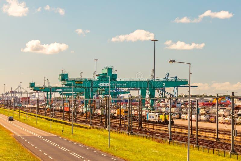 Visión en la terminal de contenedores más grande de Rotterda fotografía de archivo libre de regalías