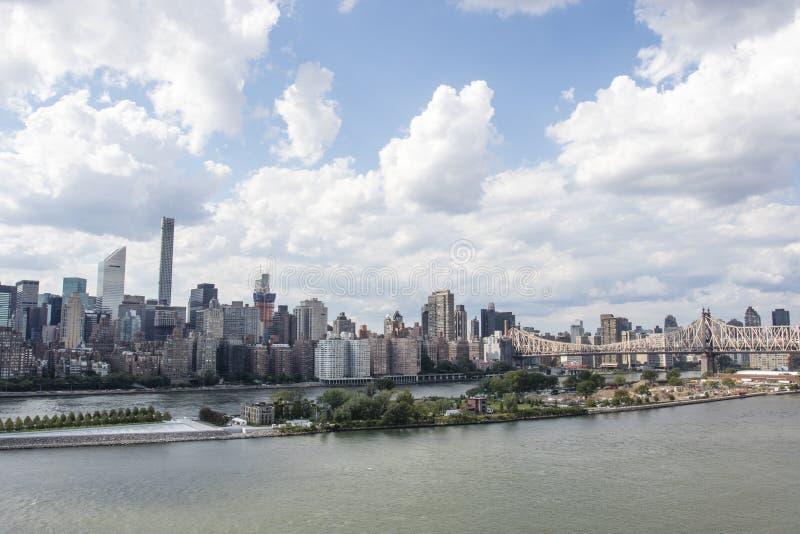 Visión en Manhattan de la ciudad en verano, New York City, los Estados Unidos de América de Long Island foto de archivo