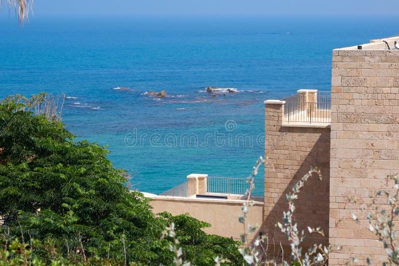 Visión escénica desde el parque de Abrasha en el teléfono Aviv-Jaffa al mar Mediterráneo Israel imagenes de archivo