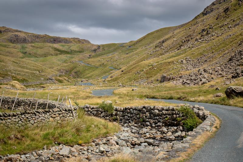 Visión escénica imponente hacia el paso de Wrynose en Cumbria, Distr del lago imágenes de archivo libres de regalías