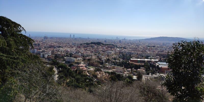 Visi?n fant?stica desde la monta?a a Barcelona imagenes de archivo