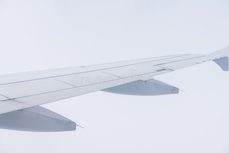 Visión fuera de la ventana de un avión fotos de archivo libres de regalías