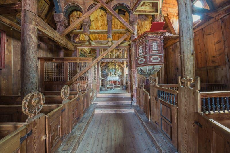 Visión hacia el altar de la iglesia del bastón de Urnes foto de archivo libre de regalías