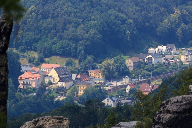 Visión hacia Krippen, distrito de mún Schandau en Suiza sajona imagen de archivo libre de regalías