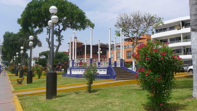 Visión linda en la calle principal de Chorrillos, Lima fotografía de archivo libre de regalías