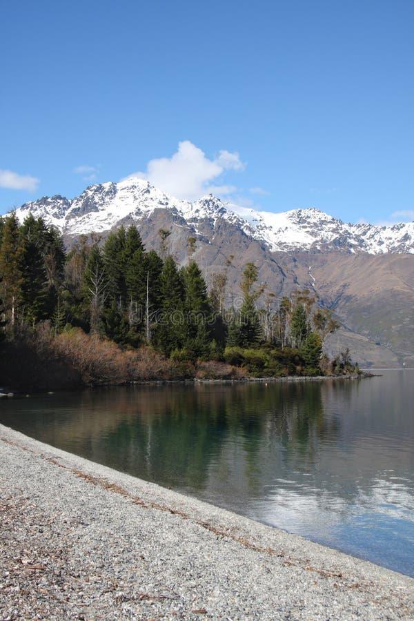 Visión a lo largo del lago Wakatipu en Nueva Zelandia imágenes de archivo libres de regalías