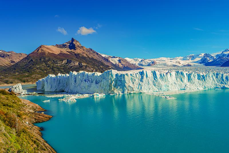 Visión maravillosa en el glaciar enorme de Perito Moreno en Patagonia adentro imagen de archivo