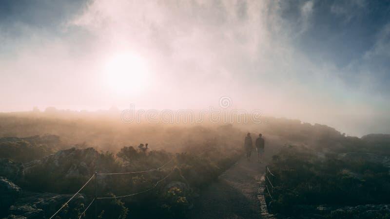 Visión nublada encima de la montaña de la tabla, Cape Town, Suráfrica imagen de archivo