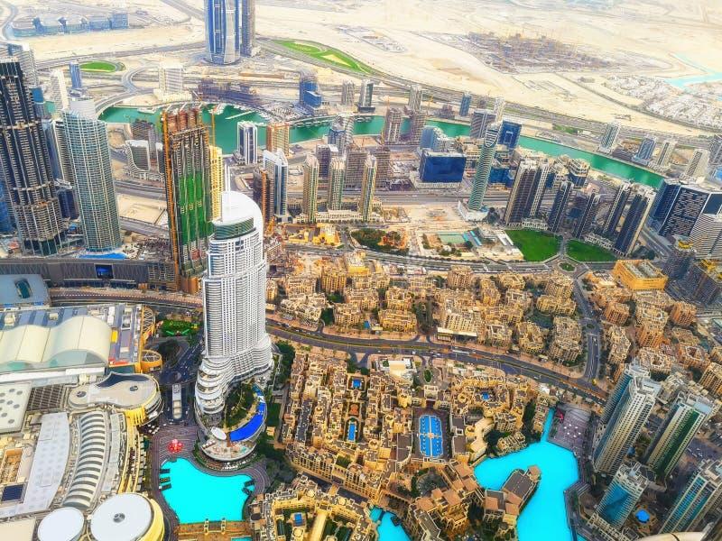 Visión panorámica aérea sobre la arquitectura de Dubai imagen de archivo