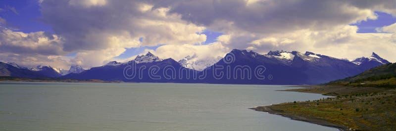 Visión panorámica cerca de Perito Moreno Glacier en Canal de Tempanos en Parque Nacional Las Glaciares cerca del EL Calafate, Pat foto de archivo