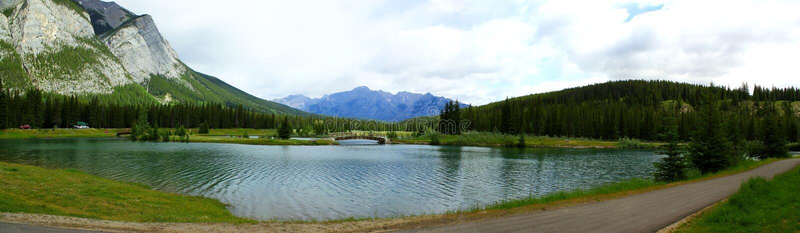 Visión panorámica: Día hermoso en Banff Nationalparl fotos de archivo libres de regalías