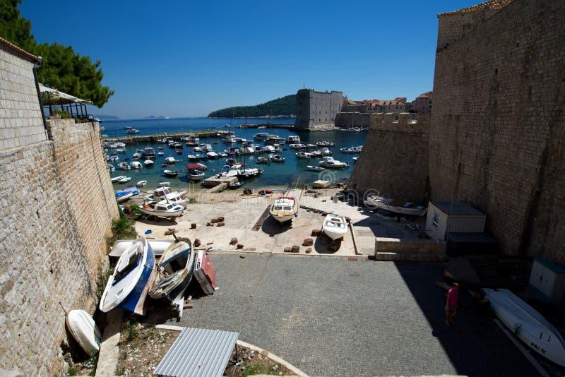 Visión panorámica desde el puente de Revelin, ciudad vieja de Dubrovnik, Croacia 1 de agosto de 2017 fotos de archivo