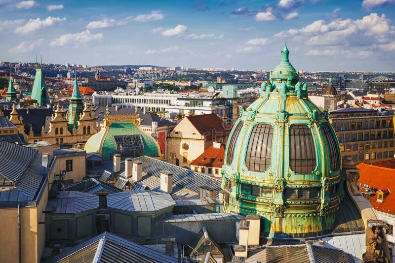 Visión panorámica desde la torre del polvo en la ciudad de Praga República Checa foto de archivo