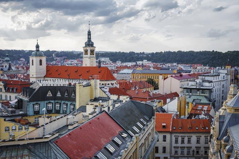 Visión panorámica desde la torre del polvo en la ciudad de Praga República Checa fotografía de archivo