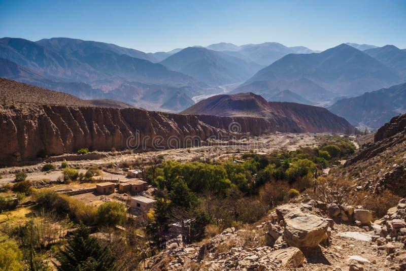 Visión panorámica desde la trayectoria a la Garganta del Diablo en Tilcara, Quebrada de Humahuaca fotografía de archivo
