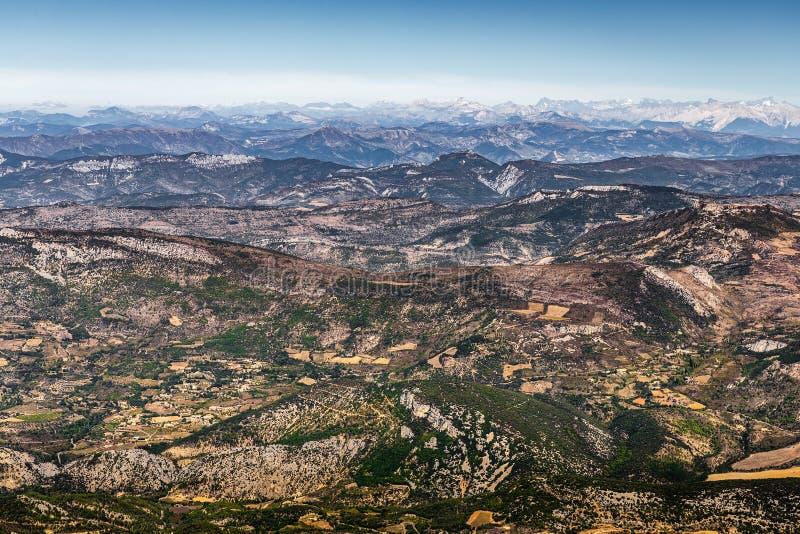 Visión panorámica desde Mont Serein Ventoux en Provence, Francia imagenes de archivo