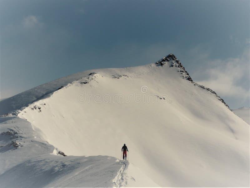 Visión panorámica desde Stockhorn cerca de Zermatt sobre las montañas y el Cervino suizos imágenes de archivo libres de regalías