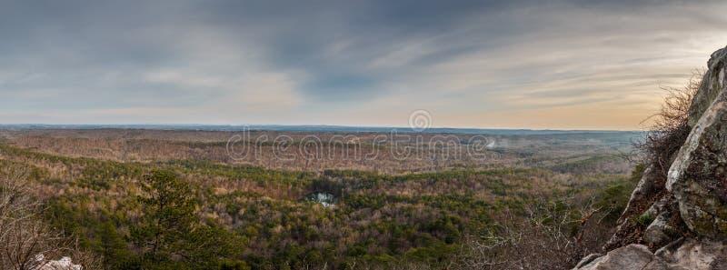 Visión panorámica desde un top de la montaña imagen de archivo