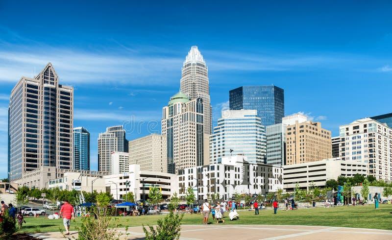 Visión panorámica en Charlotte de la parte alta en luz del día foto de archivo
