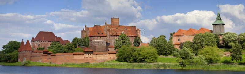 Visión panorámica grande un castillo medieval viejo en Malbork - Polonia imagen de archivo libre de regalías