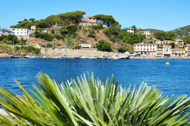 Visión panorámica Porto Azzurro, en la isla de Elba, Italia foto de archivo libre de regalías
