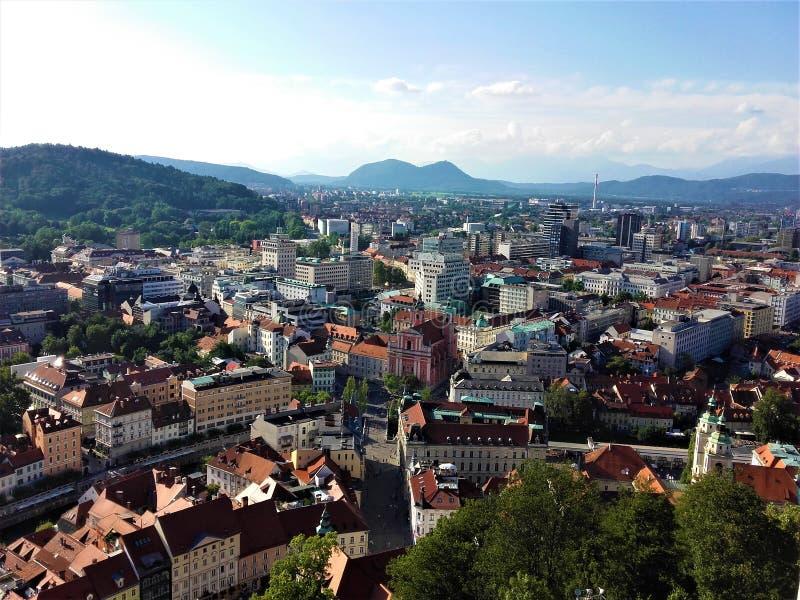 Visión panorámica sobre centro de ciudad de Ljubljana imagen de archivo libre de regalías