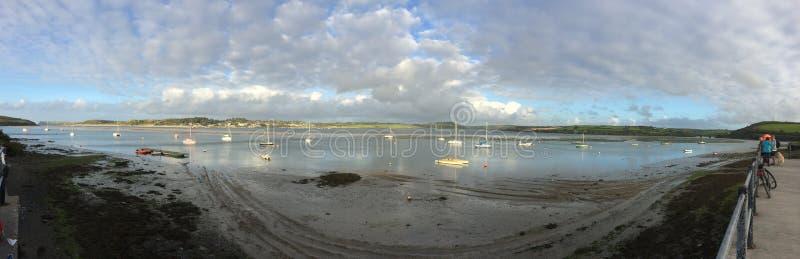 visión panorámica sobre el río para oscilar C Cornualles foto de archivo libre de regalías