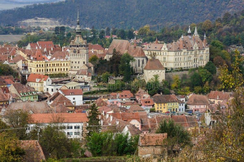 Visión panorámica sobre la ciudad de Sighisoara, Rumania fotos de archivo