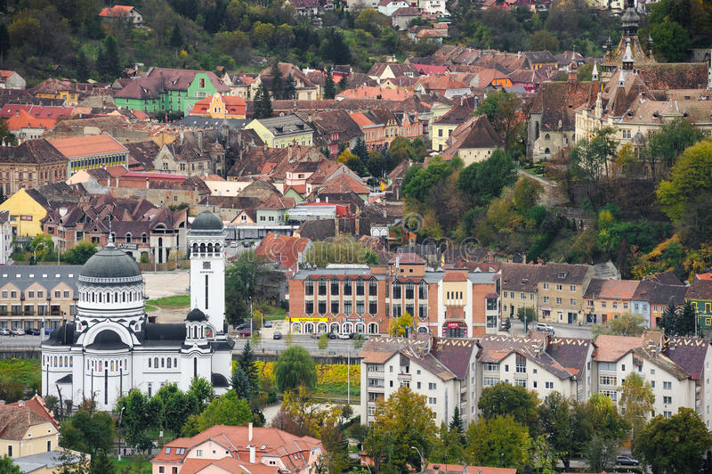 Visión panorámica sobre la ciudad de Sighisoara, Rumania imagenes de archivo