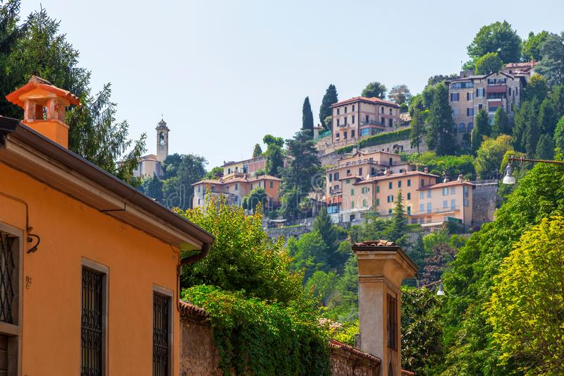 Visión panorámica sobre la ciudad vieja Citta Alta, Bérgamo, Italia fotos de archivo libres de regalías