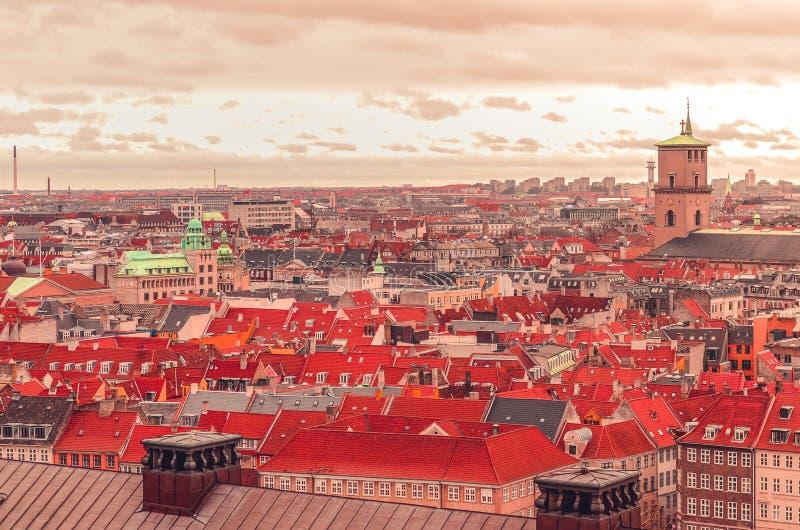Visión panorámica sobre los tejados de Copenhague, Dinamarca fotografía de archivo
