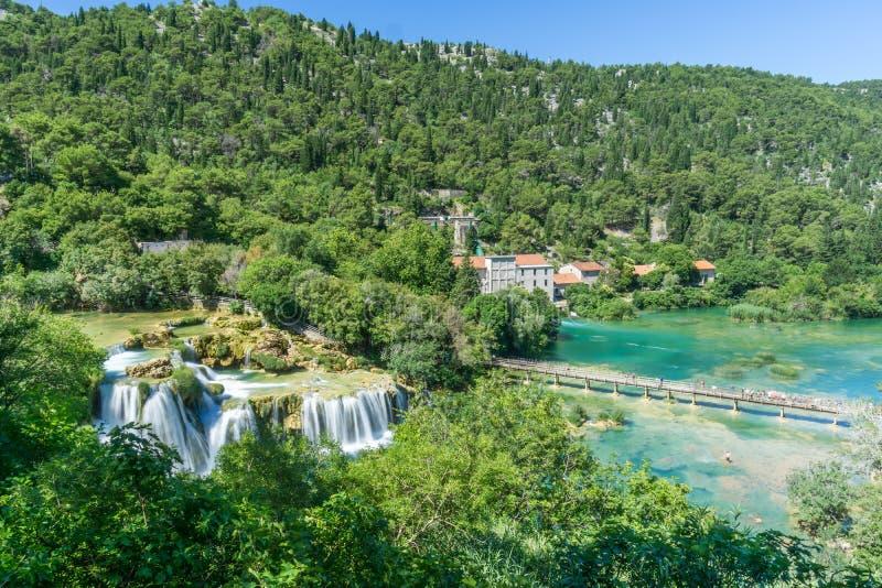 Visión que pasa por alto Skradinski Buk en el parque nacional de Krka imagen de archivo