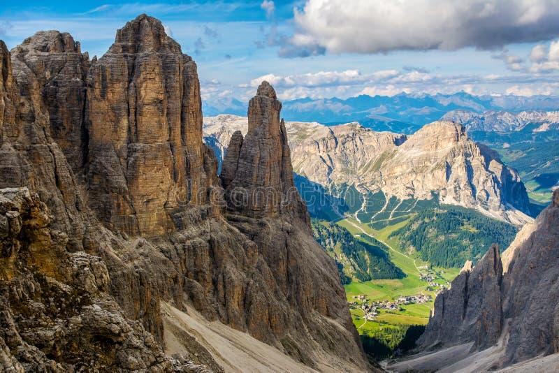 Visión que sorprende desde las montañas Sella Ronda, el Tyrol del sur, dolomías, Italia Viaje en naturaleza Imagen artística Cárp imagenes de archivo