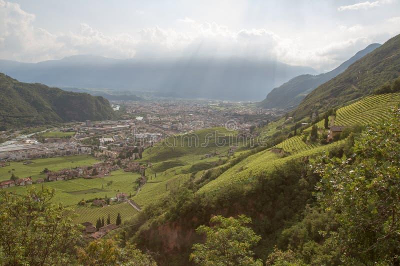 Visión sobre Bolzano, Italia imagen de archivo libre de regalías