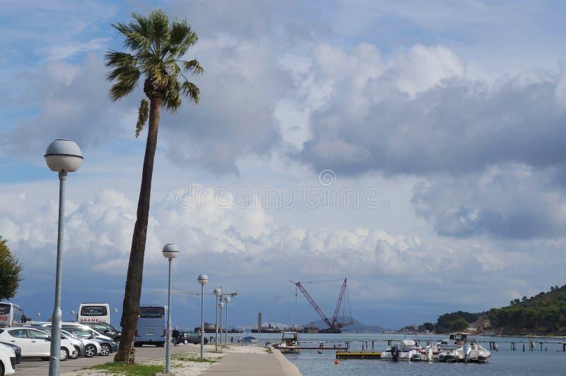 Visión sobre el puerto deportivo de Trogir fotografía de archivo