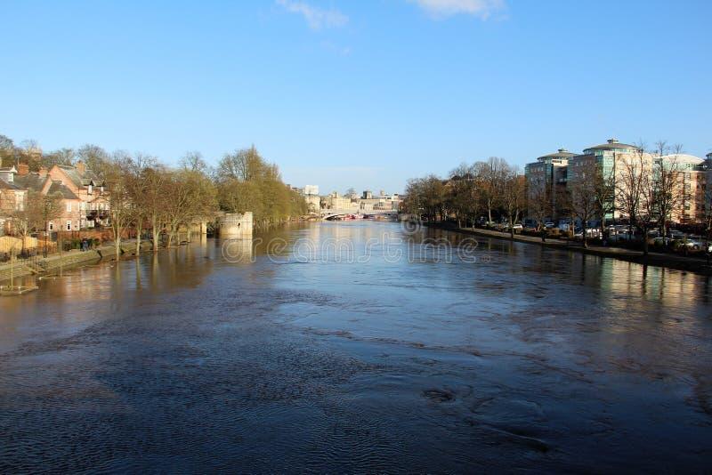Visión Sobre El Río Ouse En York Reino Unido Foto de archivo ...
