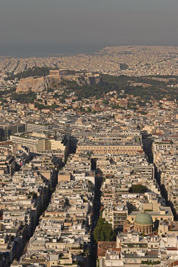 Visión sobre la Atenas en tiempo de la puesta del sol de la colina de Lycabettus, Grecia foto de archivo libre de regalías