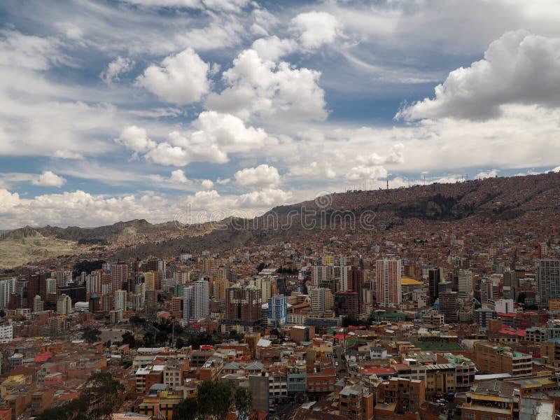 Visión sobre la ciudad de La Paz, Bolivia imagen de archivo