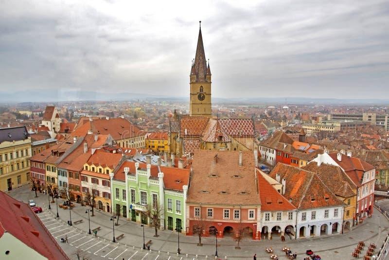 Visión sobre la ciudad de Sibiu en Rumania imagen de archivo libre de regalías