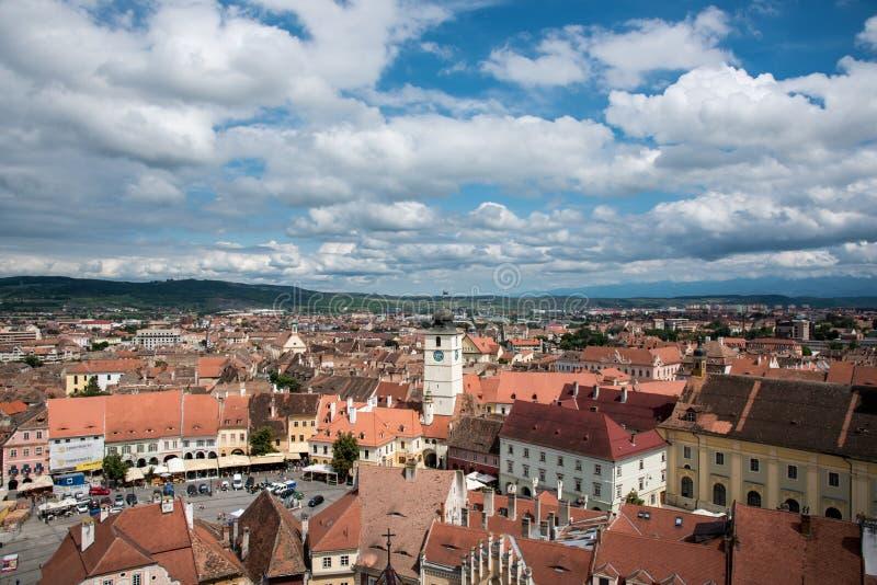Visión sobre la ciudad de Sibiu en Rumania fotos de archivo