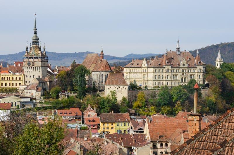 Visión sobre la ciudad de Sighisoara, Rumania fotos de archivo
