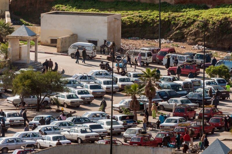 Visión sobre la estación del taxi en Fes imagen de archivo