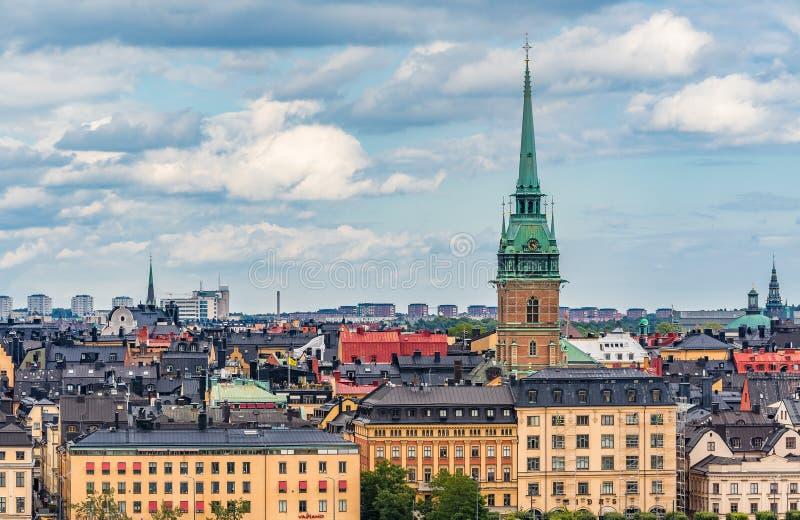 Visión sobre la isla de Riddarholmen en la ciudad vieja Gamla Stan de Estocolmo i fotografía de archivo libre de regalías