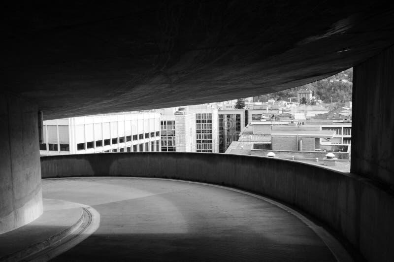 Visión sobre los edificios de Lugano de un marco arquitectónico fotografía de archivo