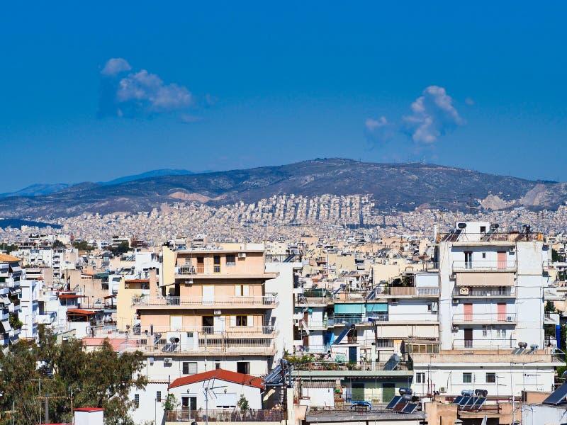 Visión sobre los suburbios de Atenas a la montaña, Grecia fotos de archivo libres de regalías