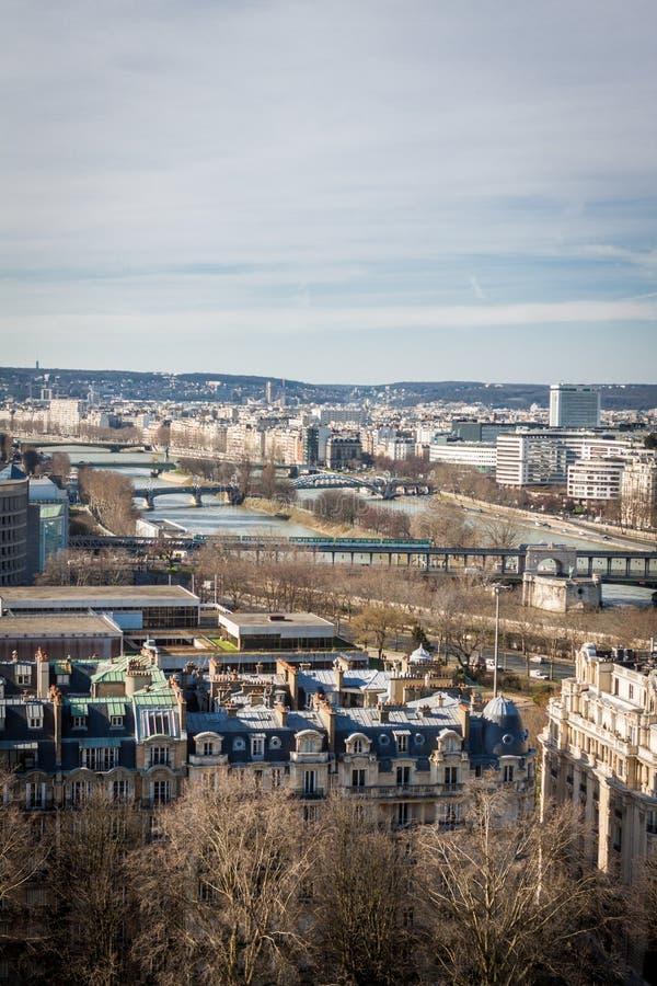 Download Visión Sobre Los Tejados De París Foto de archivo - Imagen de céntrico, disposición: 41911994