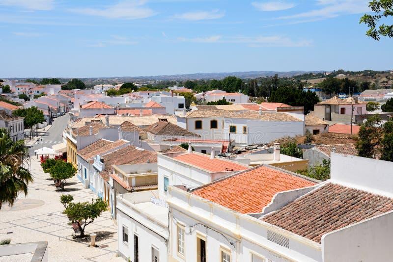 Visión sobre tejados de la ciudad, Castro Marim imagenes de archivo