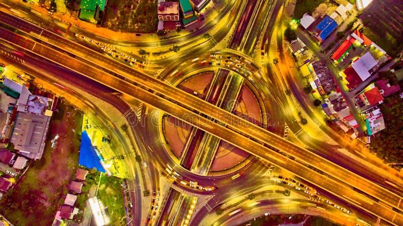 Visión superior desde el abejón Circ de la carretera de la autopista de la autopista de la opinión de Arial imagen de archivo